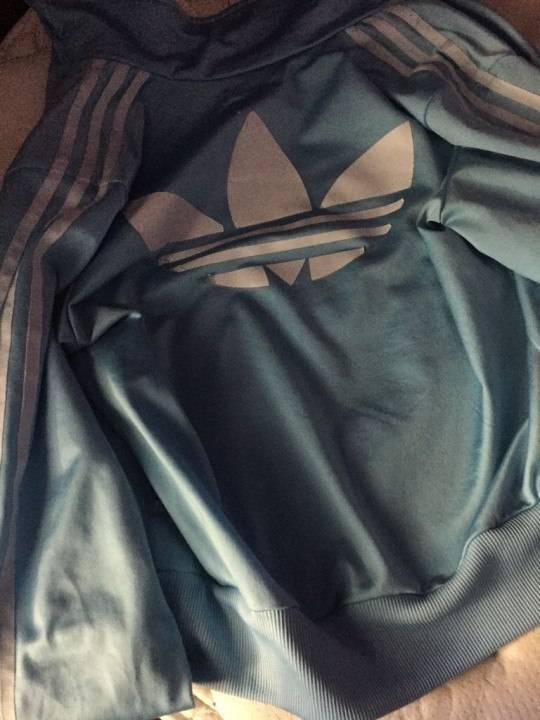 Какого цвета куртка?
